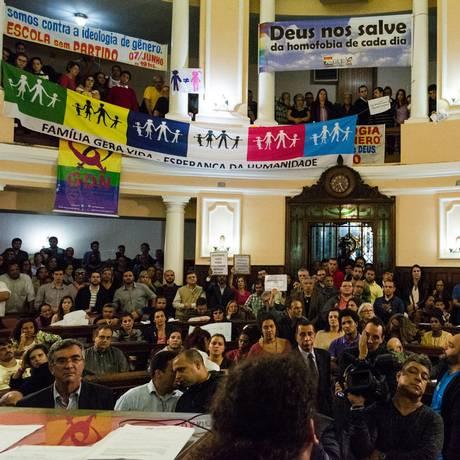 Polêmica: com as galerias do plenário lotadas, o Plano Municipal de Educação foi aprovado, sob protestos, em junho de 2016 Foto: Sérgio Gomes / Câmara Municipal de Niterói