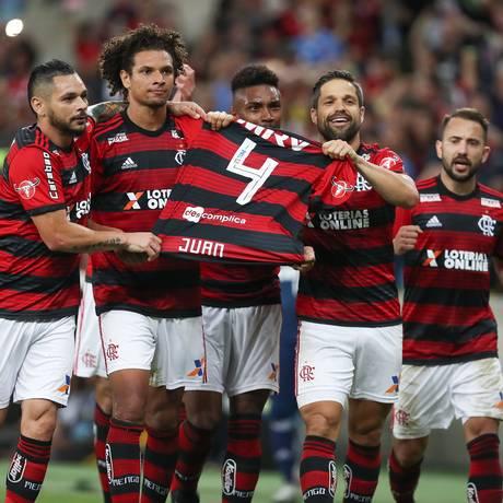 Juan fora homenageado na vitória sobre a Chapecoense Foto: Staff Images/Flamengo