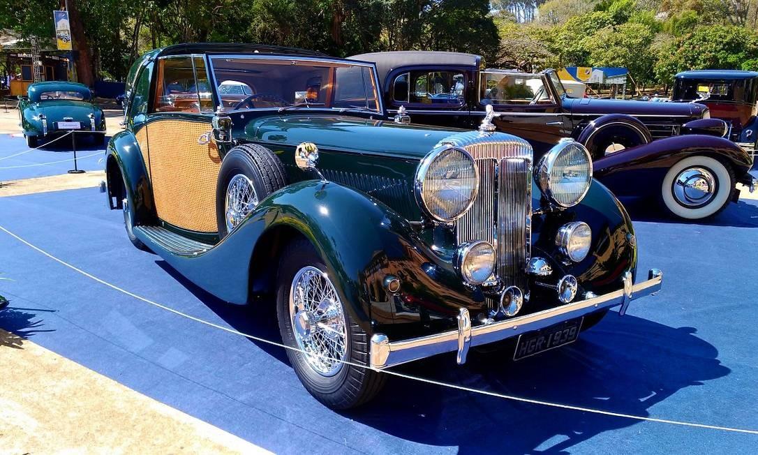 O Daimler Sedanca coupe 1939 tem macacos hidráulicos acionados da cabine Foto: Fabio Perrotta Jr. / Fabio Perrotta Jr.