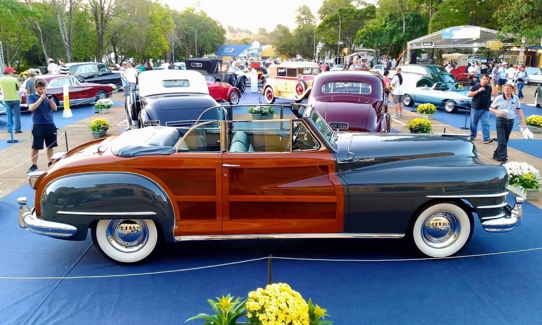 O Chrysler Town & Country 1948 tem laterais de madeira de maciça Foto: Fabio Perrotta Jr. / Fabio Perrotta Jr.