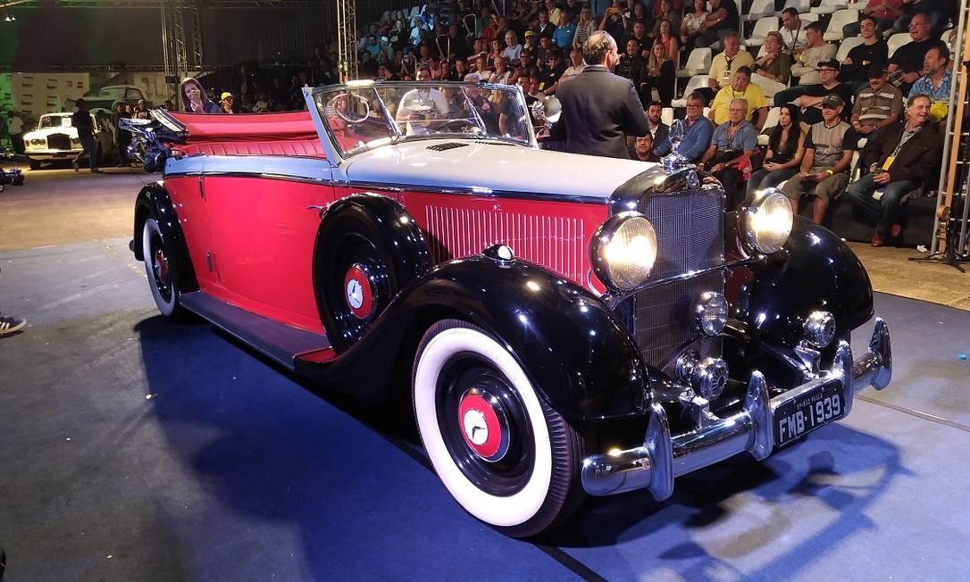 O Mercedes 290 cabrio de 1939 participou do leilão, mas o lance de R$ 1,2 milhão não foi suficiente para arrematá-lo Foto: Fabio Perrotta Jr. / Fabio Perrotta Jr.