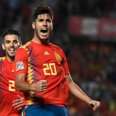 Asensio comemora o segundo gol da Espanha sobre a Croácia Foto: JOSE JORDAN / JOSE JORDAN/AFP