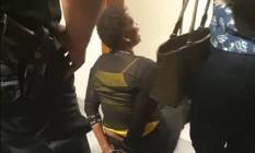 A advogada Valéria Lúcia dos Santos foi algemada após contestar um processo no Juizado Especial de Duque de Caxias Foto: Reprodução/Facebook