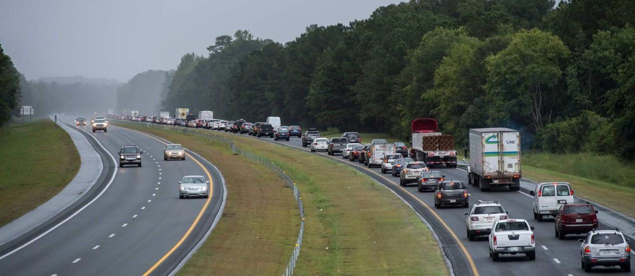 Moradores deixam Wallace, na Carolina do Norte, temendo a chegada do furacão Florence Foto: ANDREW CABALLERO-REYNOLDS / AFP