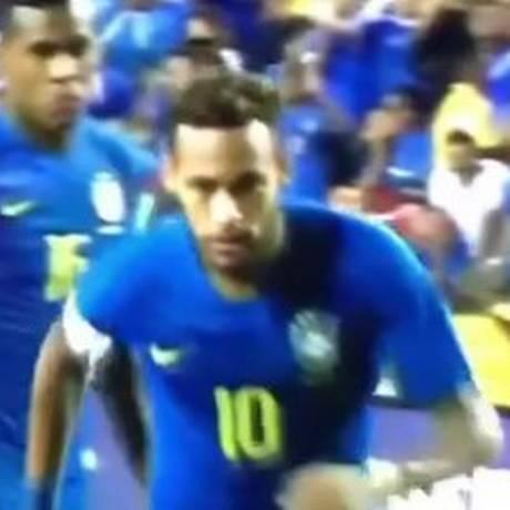 Neymar corre para bater pênalti contra El Salvador Foto: Reprodução
