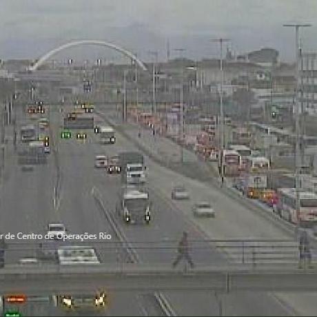 Acidente na Avenida Brasil, causa transtornos no trânsito Foto: Reprodução/ COR