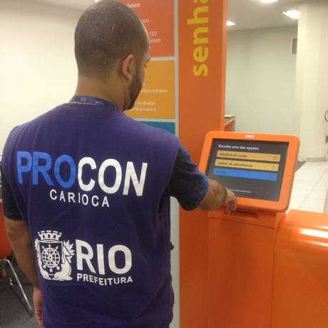 Operação 'Chega de Fila' fiscaliza tempo de espera em bancos Foto: Divulgação