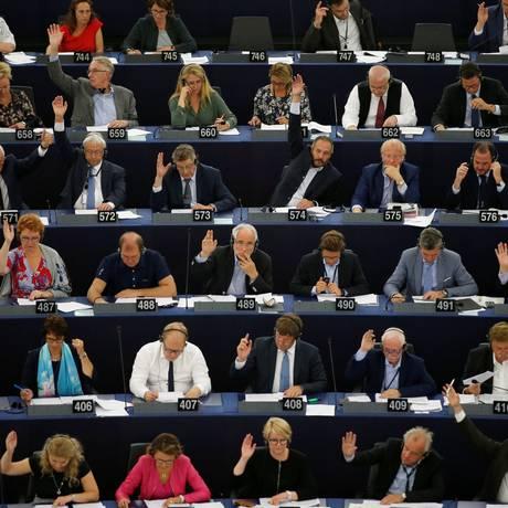 Membros do Parlamento Europeu votam pela reforma nas leis de direitos autorais nos países do bloco Foto: VINCENT KESSLER / REUTERS
