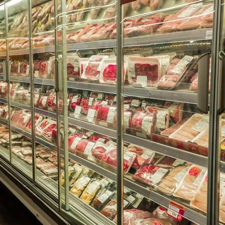 Supermercados são multados por problemas na validade de produtos e falta de clareza em preços Foto: Marcelo Régua / Agência O Globo