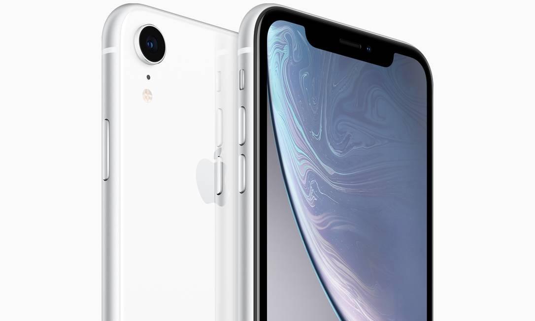 O iPhone XR tem tela de 6,1 polegadas e memória de 64 GB a 256 GB nas cores branco, preto, azul, amarelo, coral e vermelho. Sai a US$ 749 nos EUA Divulgação