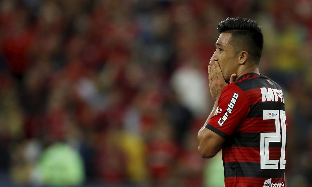 Uribe se desespera com chance perdida MARCELO THEOBALD / MARCELO THEOBALD