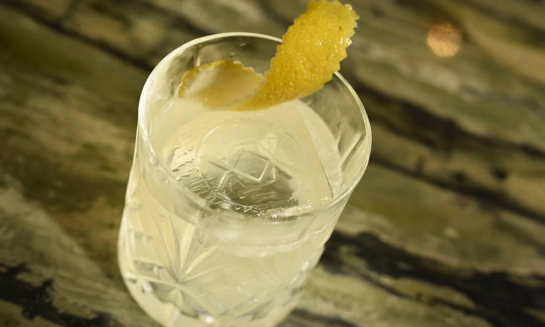 Gusto. Do bar comandado pela Mixxing vem o Lil Star (R$ 28): cachaça Leblon, limão-siciliano, Elderflower e um toque defumado de Laphroaig (R$28). Rua Dias Ferreira 78, Leblon (2512-6526) Bruno de Lima / Divulgação
