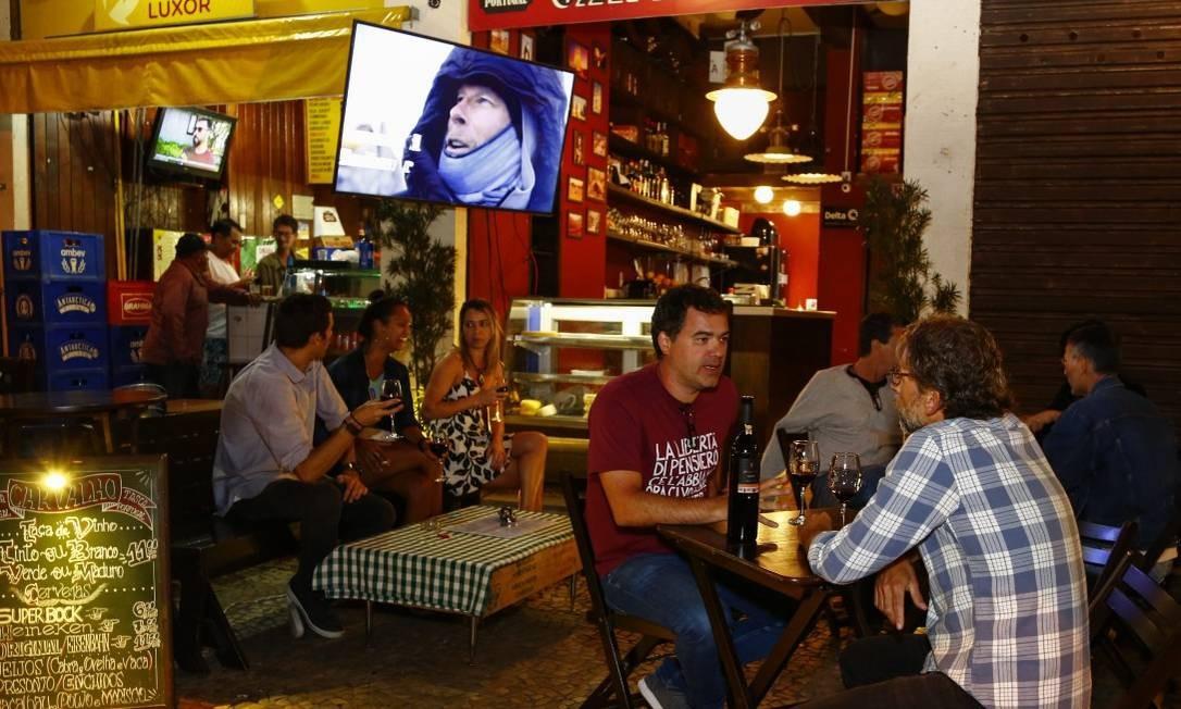 Tasca Carvalho: infomralidade na calçada em Copacabana Foto: Uanderson Fernandes / Agência O Globo