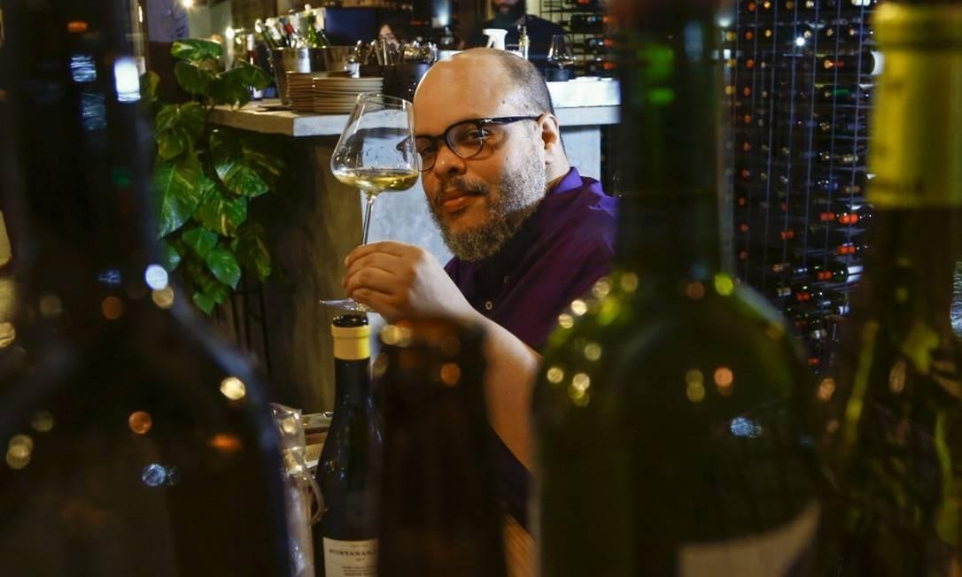 Cru: só vinhos orgânicos, biodinâmicos e veganos (na foto: Ed Motta) Foto: Uanderson Fernandes / Agência O Globo