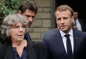 Macron deixa a casa da viúva de Maurice Audin, Josette, ao lado da filha do matemático, Michele Foto: THOMAS SAMSON / AFP