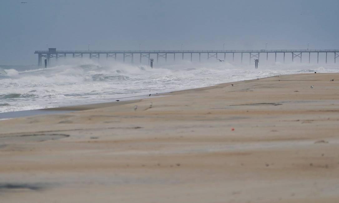 Um píer de pesca é retratado antes do furacão Florence chegar à praia em Carolina Beach, Carolina do Norte, EUA Foto: CARLO ALLEGRI / REUTERS