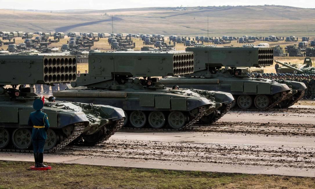 Equipamento militar russo desfila no dia da Vostok 2018 MLADEN ANTONOV / AFP