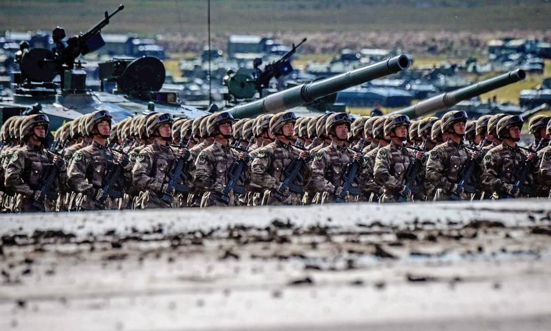 Tropas chinesas desfilam no dia dos exercícios militares Vostok 2018 MLADEN ANTONOV / AFP