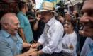 O candidato à Presidência da República Geraldo Alckmin em visita ao Saara Foto: MAURO PIMENTEL / AFP
