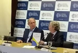 O candidato Ciro Gomes (PDT) em debate na Academia Brasileira de Ciências Foto: Mariana Martinez / Agência O Globo