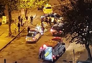 Agentes da Polícia Militar no possível local da confusão na Tijuca Foto: Divulgação - OTT/RJ