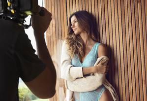 Gisele volta a posar de lingerie Foto: Lu Prezia/ Divulgação
