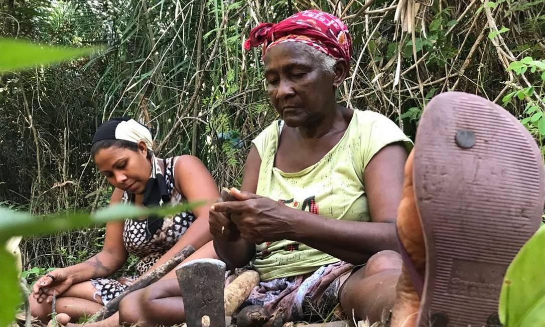 Dona Dijé (à direita) era quebradeira de coco e liderança quilombola Foto: Beatriz Mota