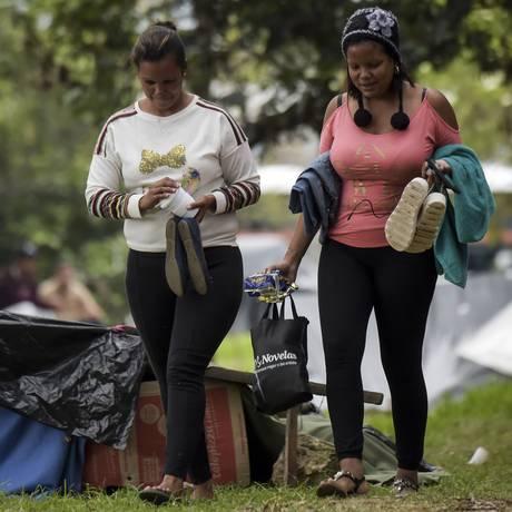Venezuelanos refugiados acampados em Bogotá, Colômbia Foto: RAUL ARBOLEDA / AFP