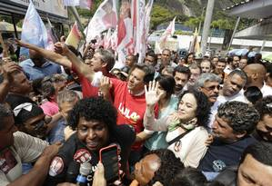 Fernando Haddad faz corpo a corpo com eleitores na Rocinha, zjunto com Márcia Tiburi Foto: Antonio Scorza/ Agência O GLOBO