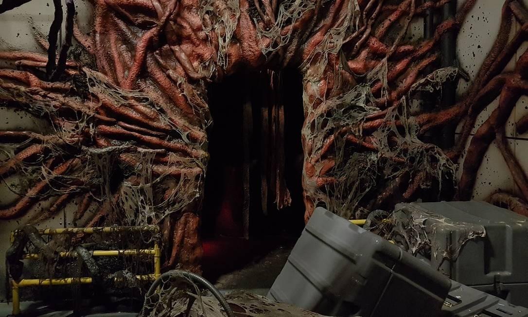 """Portal para o mundo invertido na área inspirada na série """"Stranger things"""", principal atração do Halloween Horror Nights, que acontece até novembro, no parque Universal Studios, em Orlando Eduardo Maia/Agência O Globo"""