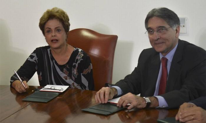 A ex-presidente Dilma Rousseff e o governador de Minas Gerais, Fernando Pimentel Foto: Fábio Rodrigues Pozzebom / Agência Brasil