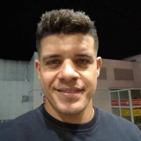 Rodrigo Limeira Gregory, de 32 anos, estava numa barbearia localizada na Rua Agrário Menezes quando foi assassinado Foto: Reprodução / Redes sociais