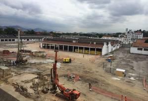Máquinas no canteiro de obras na altura da Reta do Cais da Ponte: alça será finalizada no ano que vem Foto: Fernanda Freitas