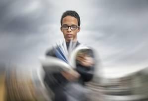"""O estudante de Comunicação Filipe Pavão é adepto da """"leitura dinâmica"""" de reportagens e artigos acadêmicos: """"Temos muito para ler e queremos tudo ao mesmo tempo, então precisamos ser rápidos"""", defende Foto: Ana Branco"""