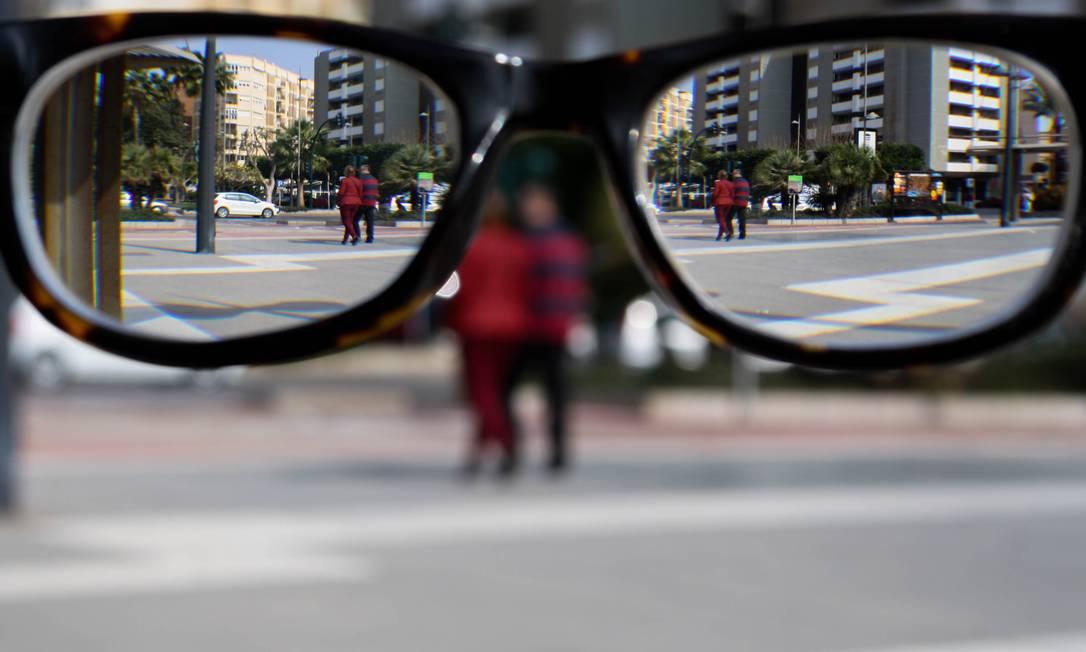 """Miopia não é um problema de 'lente', isto é, da córnea e do cristalino, principais componentes óticos da visão, mas da """"câmera"""", ou seja, do próprio olho, que se alonga demais em seu desenvolvimento nos primeiros anos de vida Foto: / shutterstock.com/Esther Navarro Seisdedos"""