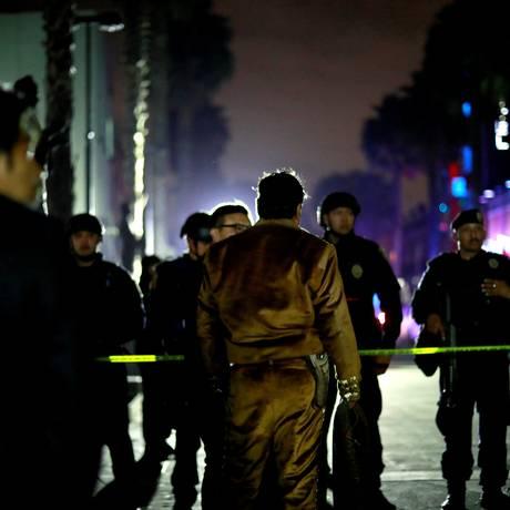 Polícia isola o local onde três homens foram mortos em praça tradicional na Cidade do México Foto: CARLOS JASSO / REUTERS