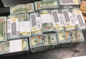 Dinheiro apreendido na comitiva do vice-presidente da Guiné Equatorial, Teodorín Obiang Foto: Polícia Federal