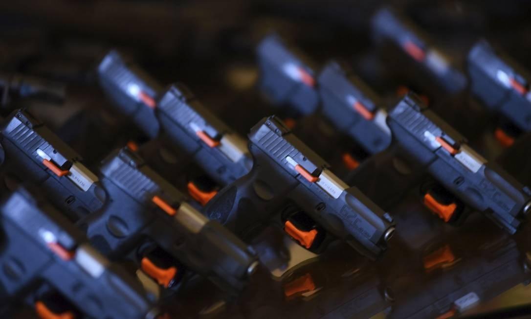 Armas fabricadas pela Taurus Foto: RODRIGO ZIEBELL / FRAMEPHOTO / / Agência O Globo