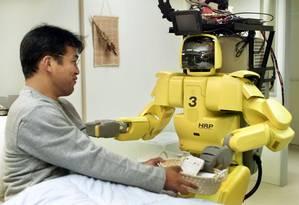 Um robô desenvolvido para desempenhar as funções de enfermeiro Foto: Eriko Sugita / Reuters