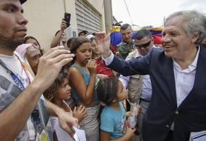 Almagro se encontra com imigrantes venezuelanos na cidade colombiana de Cúcuta Foto: SCHNEYDER MENDOZA / AFP