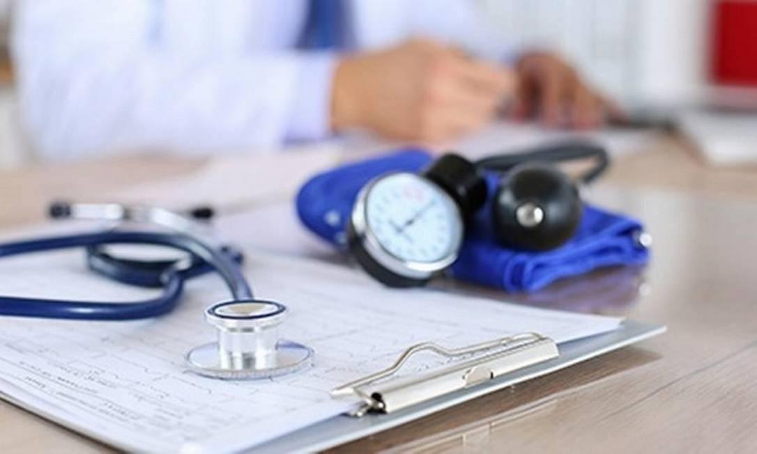 Estetoscópio e medidor de pressão: médicos poderão direcionar intervenções no estilo de vida precocemente para aqueles com maior risco genético de hipertensão Foto: Arquivo