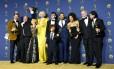 O elenco de Game of Thrones posa com o Emmy de melhor Série Dramática Foto: VALERIE MACON / AFP
