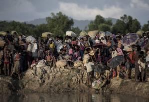 Rohingyas fugindo de Mianmar chegam à fronteira de Bangladesh: milhares foram mortos Foto: FRED DUFOUR / AFP