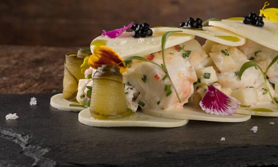 L' Atelier Mimolette. A sugestão é a salada de lagosta com palmito pupunha fresco, aioli de limão e caviar mujol (R$69). Rua Garcia D'avila 151, Ipanema (3042–0886) Foto: Rodrigo Azevedo / Divulgação