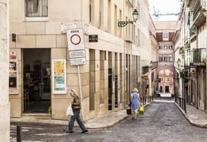 Ruas de Lisboa, capital de Portugal; governo combate desequilíbrio demográfico provocado pelo envelhecimento da população Foto: Hermes de Paula / Agência O Globo