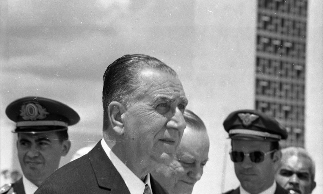 O general Emilio Garrastazu Médici é empossado como presidente do Brasil, em Brasília, em outubro de 1969 Foto: Arquivo / Agência O Globo