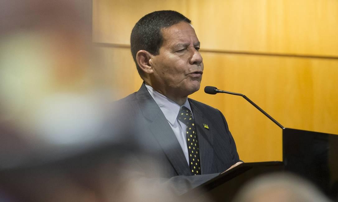 General Mourão, vice de Bolsonaro para a Presidência fala em almoço para empresarios no Secovi Foto: Edilson Dantas / Agência O Globo (17-09-2018)