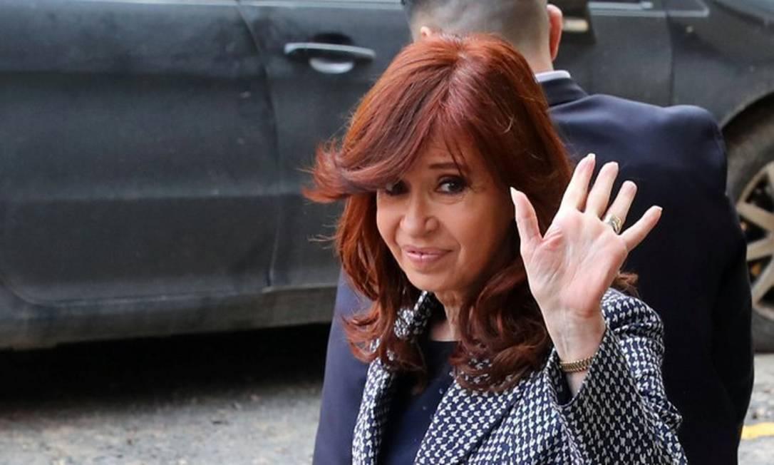 Ex-presidente argentina Cristina Kirchner deixa o prédio da Justiça Federal em Buenos Aires Foto: MARCOS BRINDICCI / REUTERS