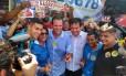 Eduardo Paes, ao centro, posa ao lado de Lucas Muniz (PMN), Graça Matos (MDB), Tiquinho (PPS) e Dimas Gadelha (DEM), candidatos de sua coligação Foto: Bernardo Mello/Agência O Globo