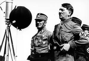 Foto de arquivo mostra o ditador Adolf Hitler discursando para simpatizantes na cidade de Kiel, em 1933 Foto: Acervo / Associated Press
